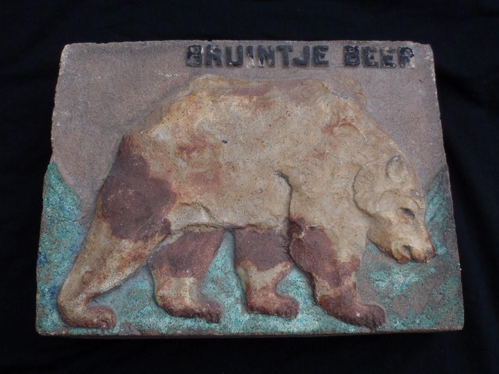 gevelsteen bruintje beer