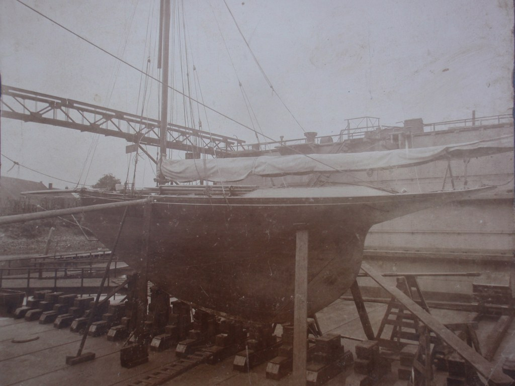 Early photo sailing yacht Magnolia