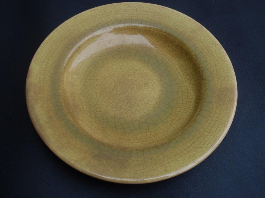 Plate Plateelfabriek Zuid-Holland with yellow craquelé glaze 1960