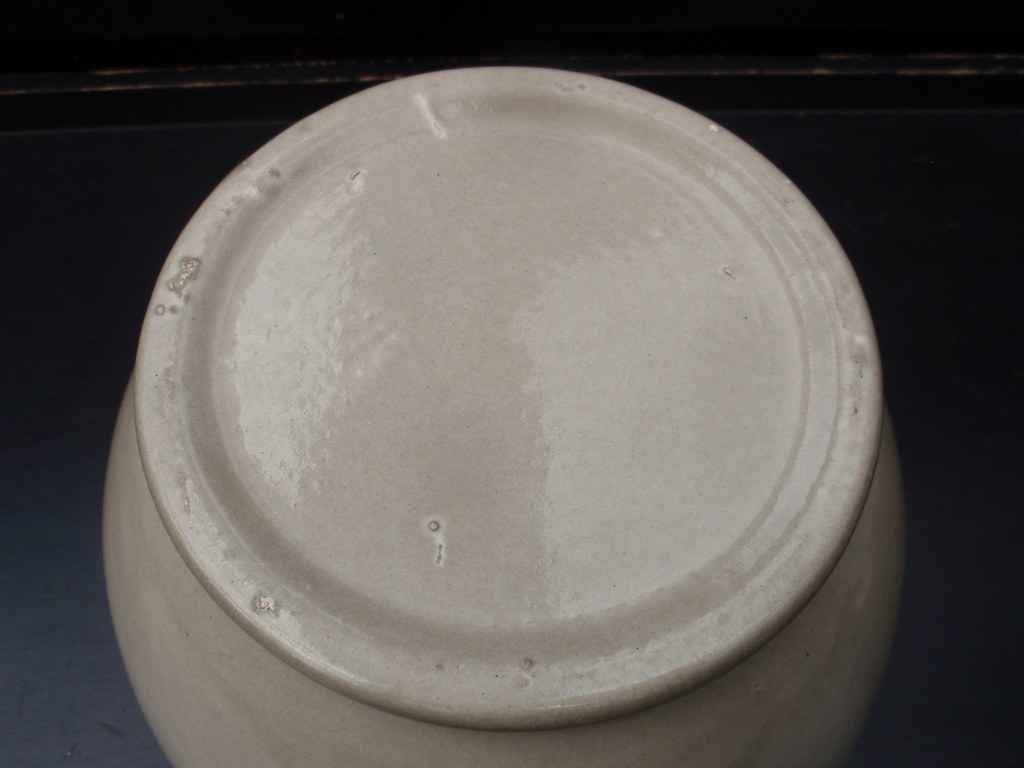 Grey undecorated Velsen vase