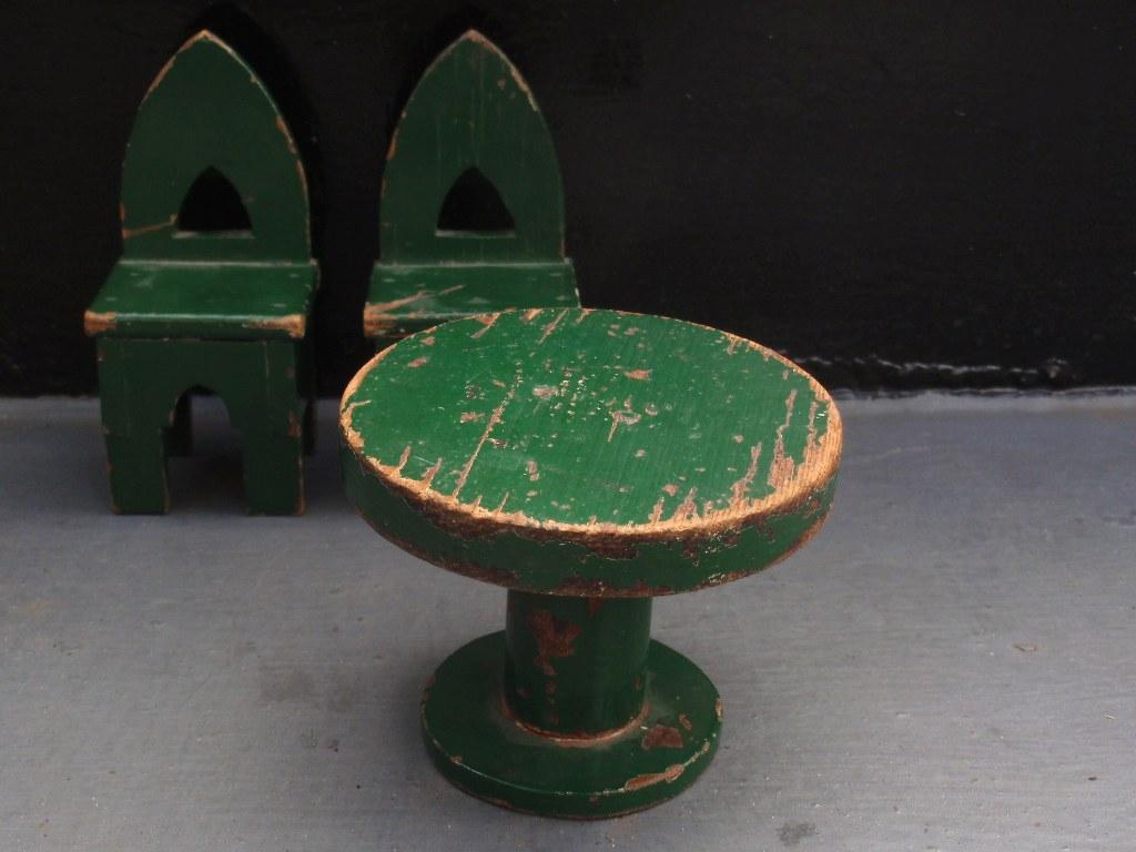 Modernistische groene tafel met stoelen 1934