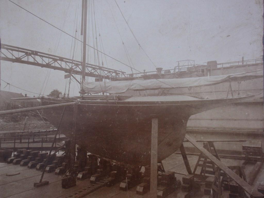 Early photo sailing yacht Magnolia