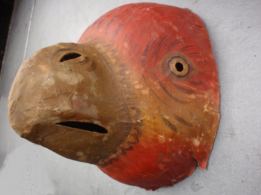 Mombakkes (mask) in the form of a parakeet head