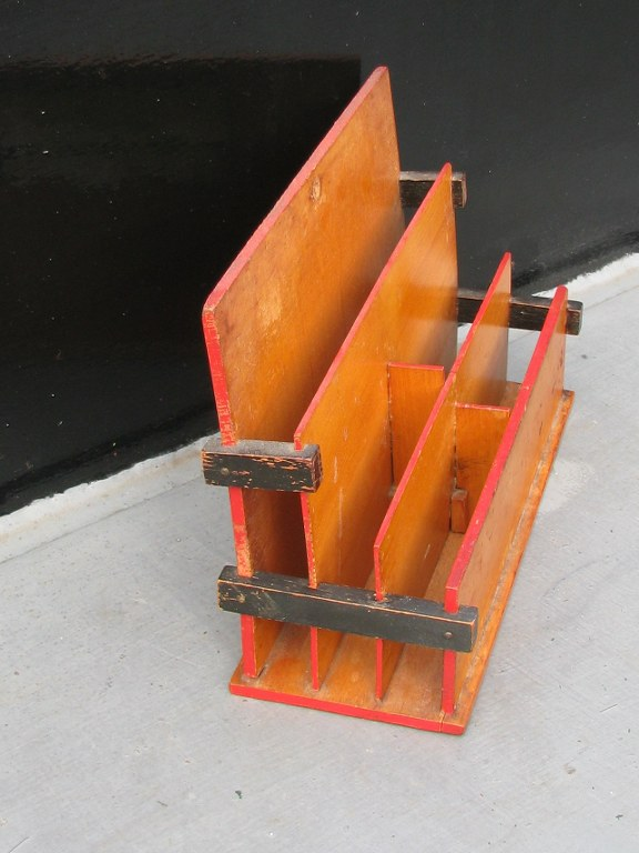 De Stijl letter box by Huib Hoste